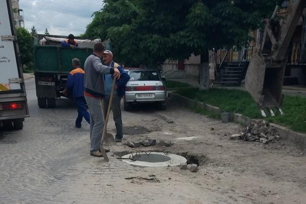 Через бережанських горе-чиновників державна дорога перетворилася на жахіття
