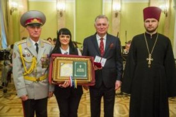 Тернополянку відзначили міжнародним «Орденом Королеви Анни