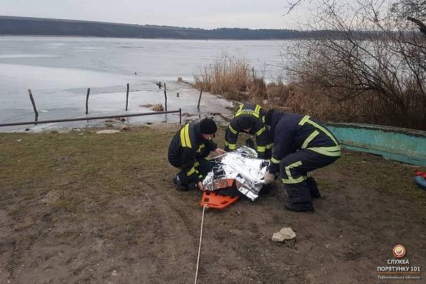 В селі під Тернополем рибалка провалився під лід