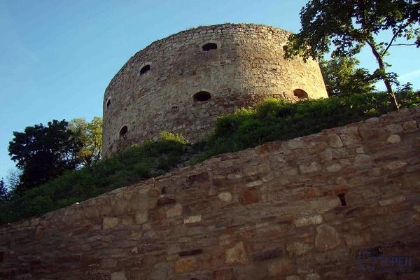 Твердиня на Тернопільщині: мури, мушкетні кулі та кинджал у руці мужньої жінки (Фото)