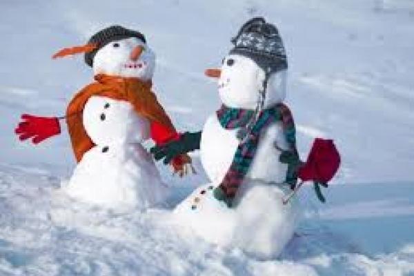 На «Фестивалі снігових баб» ліпили мультяшних героїв (Відео)