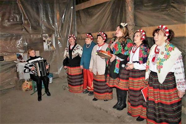 Тернопільських артилеристів на передовій розважали дівчата з «Хуторянки» (Фото)