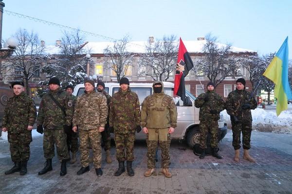 На головній площі Тернополя урочисто провели на Схід України 9-х добровольців (Фото)