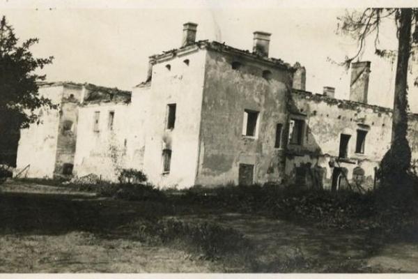 Завалівський замок на фото 1915 року