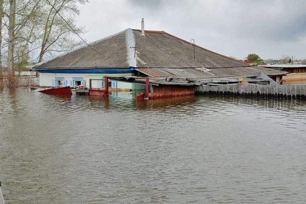 На Закарпатті села масово пішли під воду внаслідок прориву дамби (Фото)