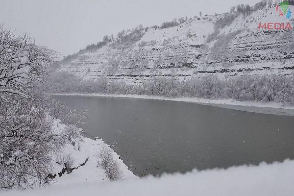 Зимовий Дністер зачаровує своєю красою (Відео)