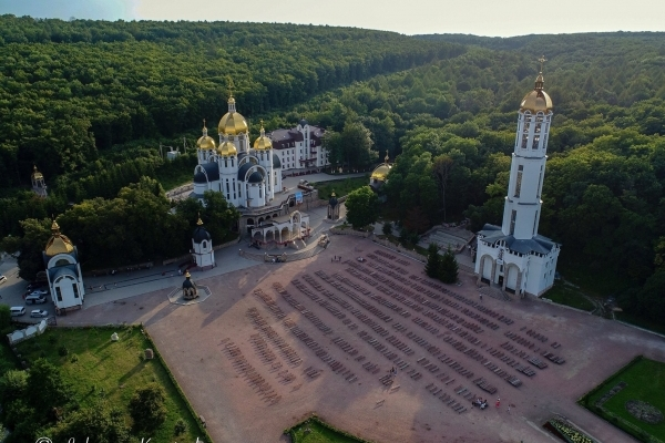 Захопливі фото Зарваниці на Тернопільщині з висоти пташиного польоту