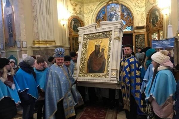 Чудотворна Зарваницька ікона прибула до тернопільскої катедри (Фото)