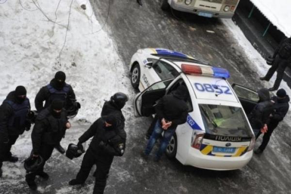 Кров та гільзи: стрілянина підняла на ноги центр Києва