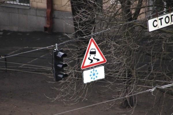 В Озерній люди перекрили дорогу з вимогою встановити світлофор (Відео)