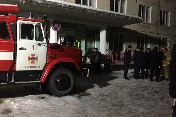 Пожежу у дитячій лікарні гасили 32 рятувальники, вдалося врятувати 18 людей (Фото)