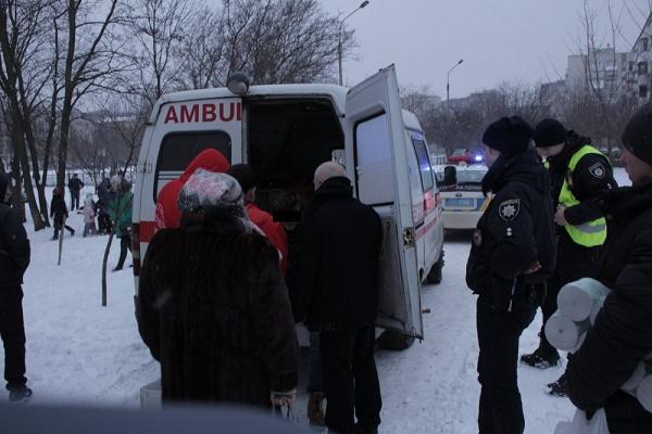 Відразу в рай? У Тернополі з вікна дзвіниці намагався стрибнути чоловік (Фото)
