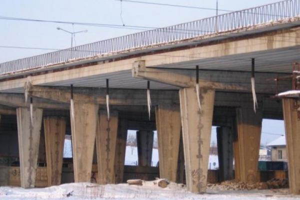 У Львові дівчина стрибнула з 10-метрового мосту і залишилася живою
