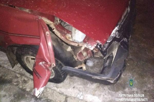 П'яничка в Тернополі втікав від патрульних на автомобілі заднім ходом