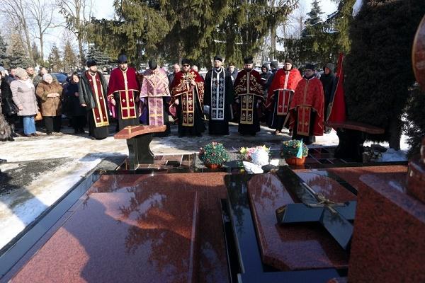Пам'ять загиблих воїнів АТО вшанували на Микулинецькому кладовищі
