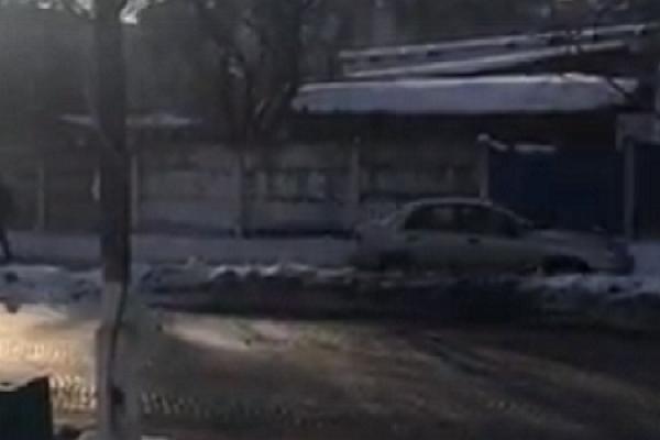 У Чорткові машини їздять по тротуарах (Відео)
