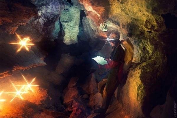 Зграї кажанів і мільйони кристалів: неймовірні кадри з печери на Тернопільщині