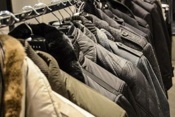 Тернополянин намагався винести з магазину куртку