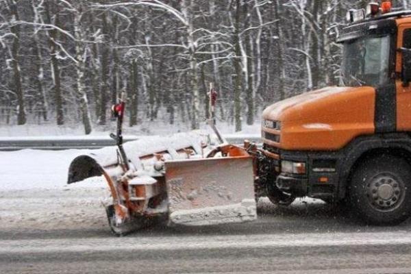 14 одиниць спецтехніки прибирали тернопільські дороги від снігу у ніч з 21 на 22 лютого