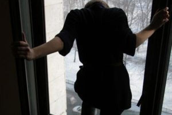 У Києві з вікна пологового будинку викинулась породілля