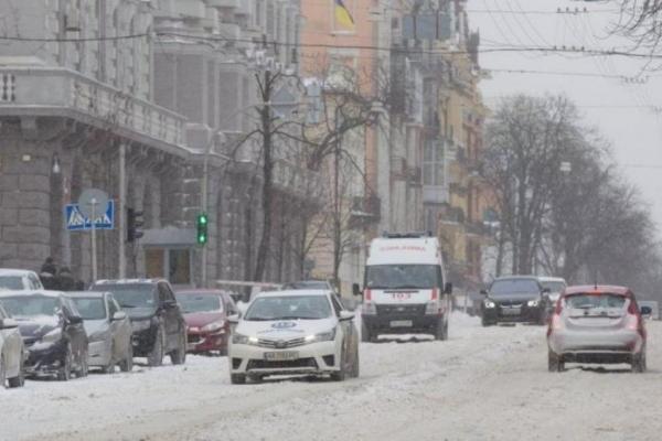 П'яний чоловік влаштував шоу на вулиці Києва (Відео)