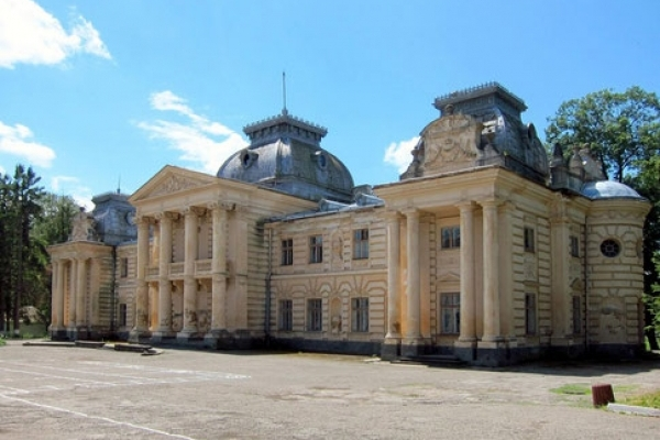 На Тернопільщині планують відбудувати неймовірної краси палац (Відео)