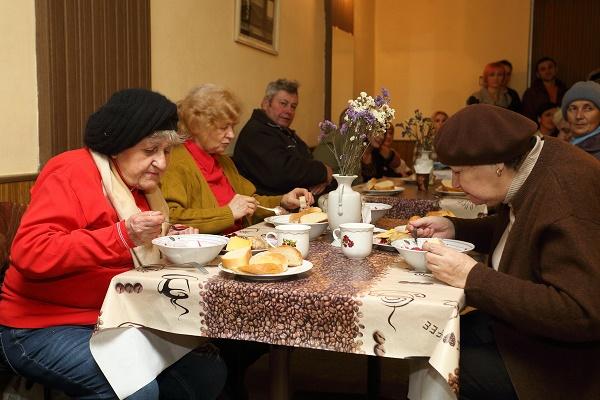 У Тернополі щодня майже 60 тернополян можуть пообідати в «Благодійній їдальні»