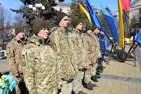 Військові Тернопільської окремої артилерійської бригади поклали квіти до пам'ятника Шевченку