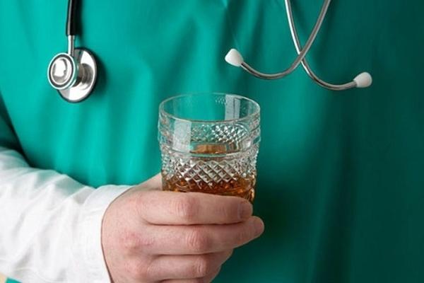 В тернопільській поліклініці п'яний лікар ставив діагнози пацієнтам?