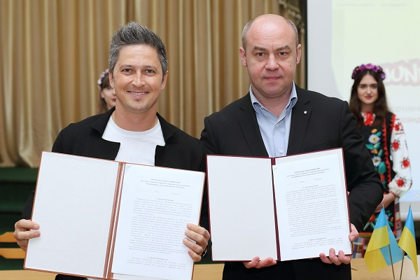 Міський голова Тернополя Сергій Надал та лідер Спортивного руху «JuniorZ» Олександр Педан підписали меморандум про співпрацю