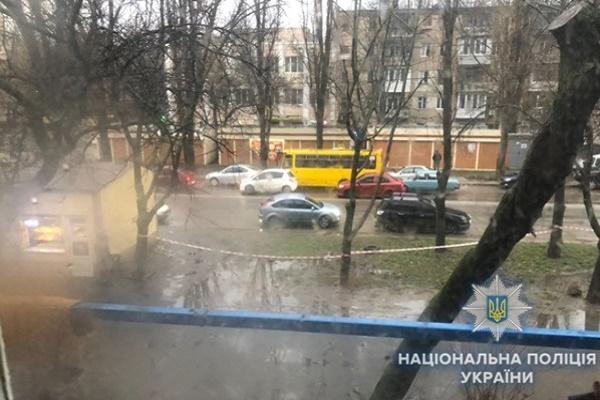 Одесит влаштував стрілянину з вікна по перехожих (Відео)