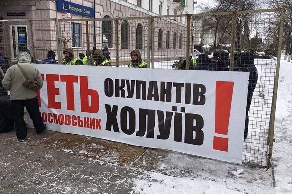 Націоналісти зірвали вибори Путіна в Україні і погрожують «потрусити» всю владу