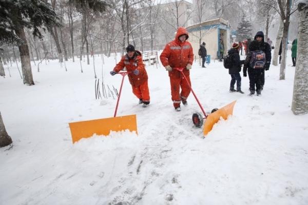 У Тернополі підсумували роботу комунальників, які протягом ночі очищали місто від снігу
