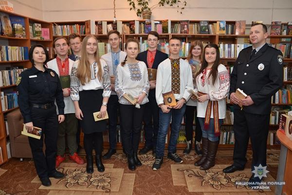 Тернопільські поліцейські продекламували поезії великого Шевченка (Відео)