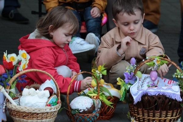 Небудь байдужим, запроси дитину-сироту до себе на Великдень