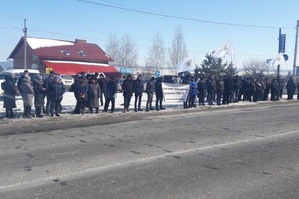 На трасі під Тернополем мітингують аграрії (Фотофакт)
