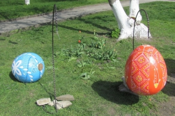 У Тернополі встановлять 12 декоративних писанок