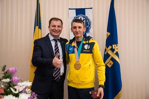 За «золото» на паралімпійських іграх тернополянин Тарас Радь отримав від держави понад три мільйони гривень (Фото)