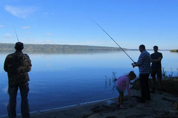 В Україні заборонили риболовлю (Відео)