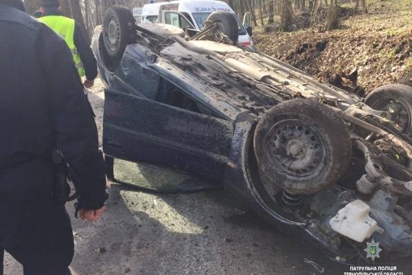 В Тернополі за озером на вулиці Чумацькій сталася аварія з потерпілими (Фото)
