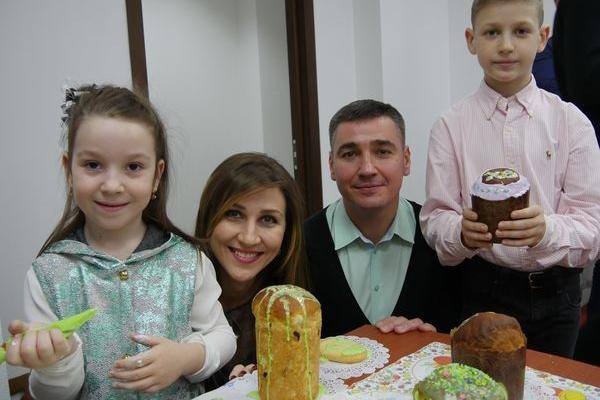 Депутати спільно зі своїми дітьми підготували великодні смаколики для воїнів