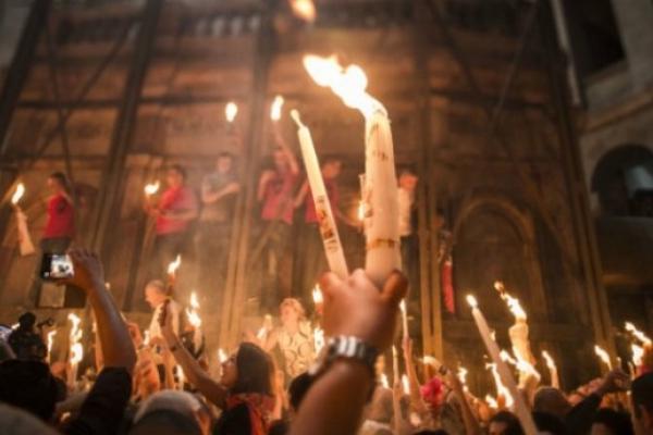 В Єрусалимі відбулося сходження Благодатного вогню