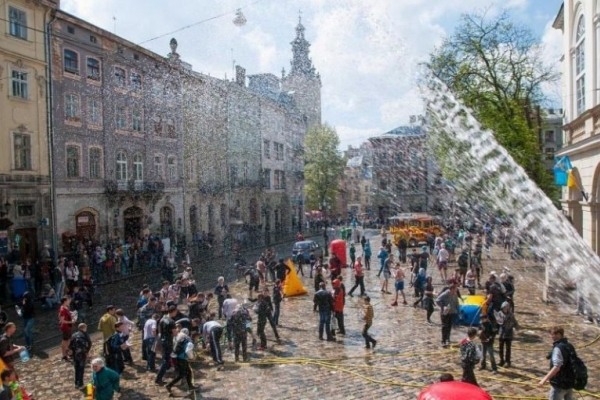 В Україні відзначають Поливаний понеділок: Що відомо про це свято