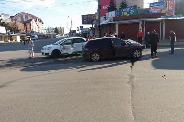 На Великдень сталася аварія біля ринку в Тернополі (Відео)
