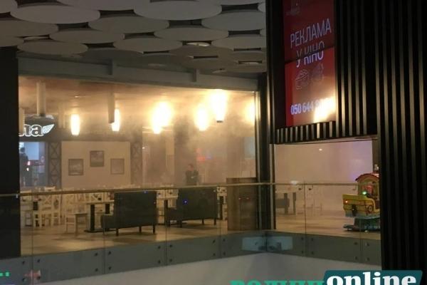 У Луцьку горить торгово-розважальний центр