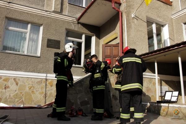 Рятувальники провели тактико-спеціальне навчання на базі Тернопільської центральної районної лікарні