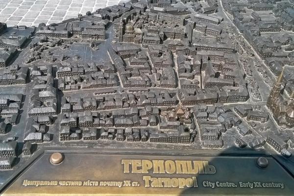 15 квітня  – перша писемна згадка про місто Тернопіль
