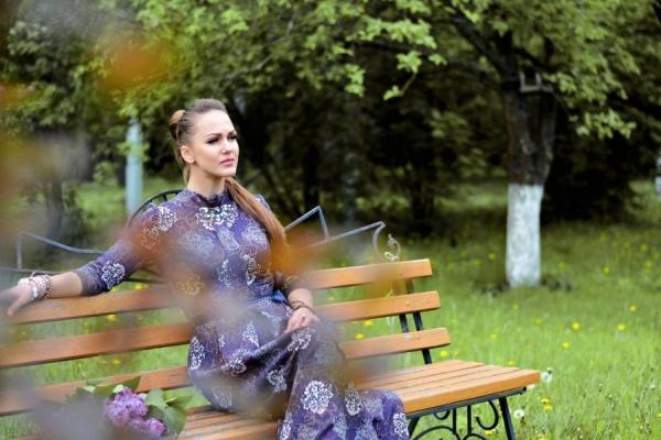 Якщо самооцінка людини є заниженою – ми стаємо засобом маніпуляції та обману, – тернопільська актриса Вікторія Шараськіна