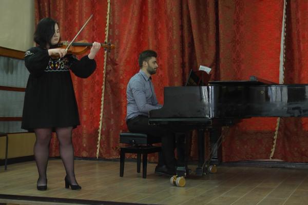 В Тернопільському музичному училищі звітували солісти відділу струнних інструментів (Фото)