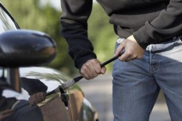 В Тернополі пограбували автомобіль